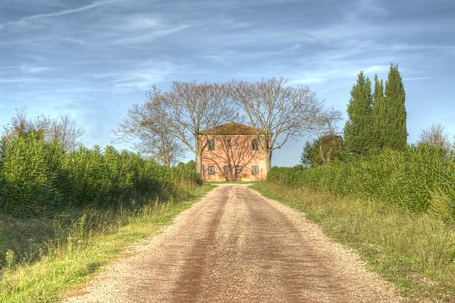 La casa di campagna rossa - The red countryhouse (Maremma, Tuscany, Italy)