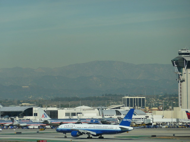 Oprah Winfrey's United Airlines Boeing 757-222 jet at LAX 11-4-10