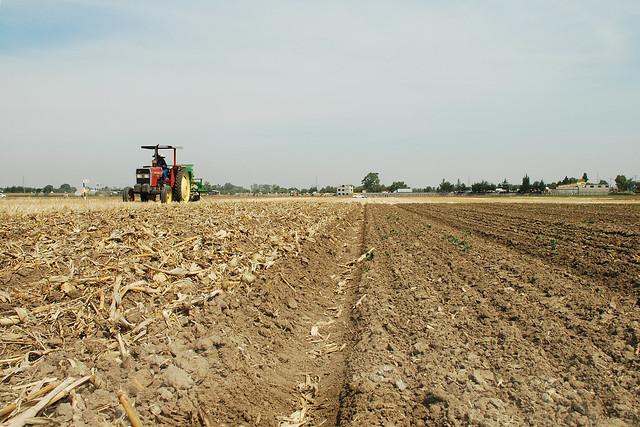 Zero tillage seeder at work flickr photo sharing for 0 4 soil carbon