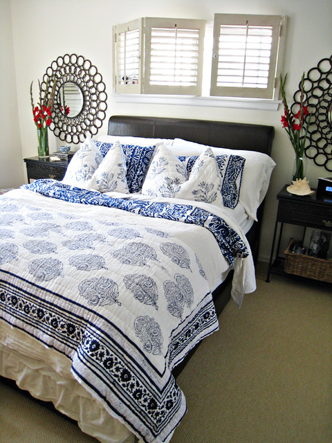 blue and white mixed floral print bedding+master bedroom decor ideas+large clircles mirrors