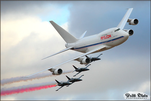 Patriots Jet Team and 747SP-27