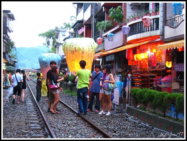 十分寮鐵道放天燈05 | Flickr - Photo Sharing! Jenny