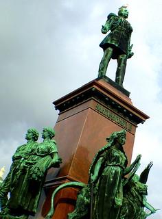 Alexander II 헬싱키 근처 의 이미지. autumn finland helsinki olympus senaatintori