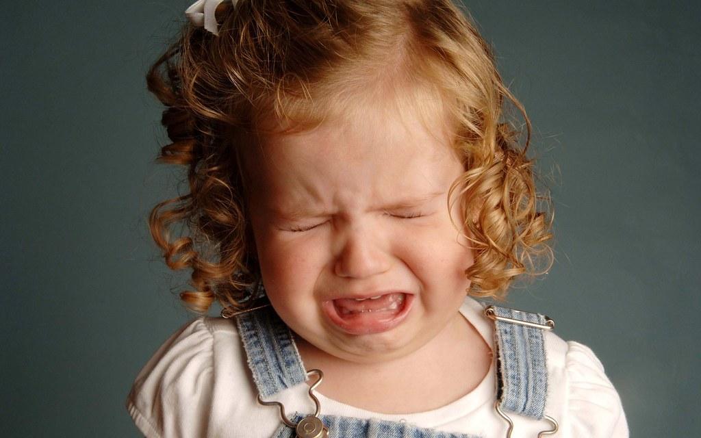 外国の子泣き顔