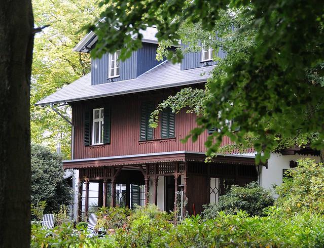 7400 villa mit holzverkleideter fassade und wintergarten im niendorfer gehege haus im wald - Ph wintergarten ...