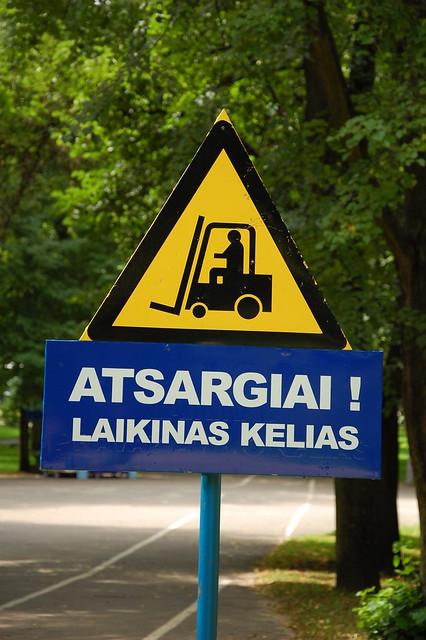 Atsargiai! Laikinas Kelias