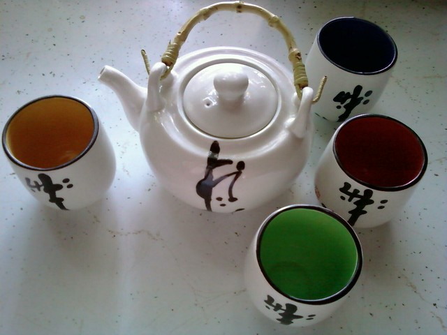 Tea pot and cups from Flickr via Wylio