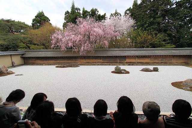 В дзен буддизм через сад камней