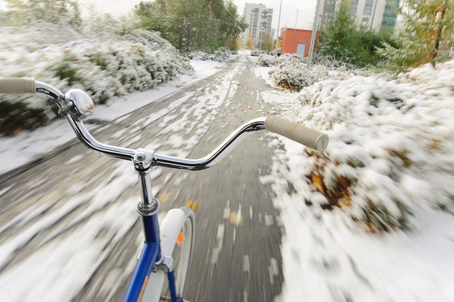 Winter Biking. Image (cc) Porro