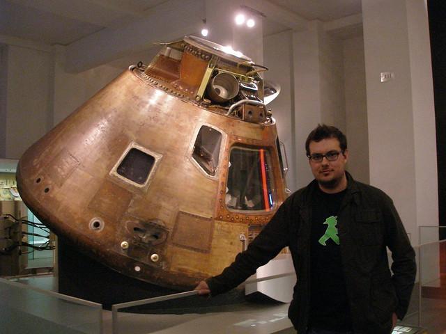Foto junto al VERDADERO Modulo de mando del Apolo 10