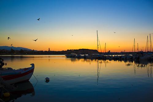 sunset reflection birds marina boats greece crete swallows rethymno ηλιοβασίλεμα sailers κρήτη ελλάδα δύση χελιδόνια πουλιά αντανάκλαση ρέθυμνο βάρκεσ μαρίνα ιστιοφόρα