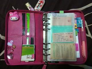Pink Personal Zipped Finsbury Filofax