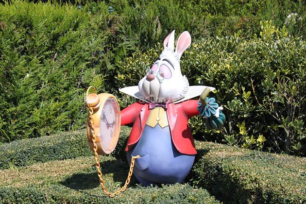 Le lapin d 39 alice au pays des merveilles parc d attraction by parcs - Le lapin d alice au pays des merveilles ...