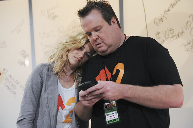 Elizabeth Banks and Eric Stonestreet at the 2010 Stand Up To Cancer Show.