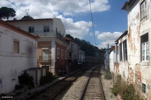 Le train au portugal de lisbonne porto linha do norte le portugal en fran ais - Maison au bord de la voie ferree ...