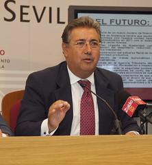 Sevilla (Andalucia)- Juan Ignacio Zoido ha presentado sus propuestas ante la situación de Bancarrota del Ayuntamiento sevillano. 27-08-2010 Foto: cortesía del PP de Sevilla