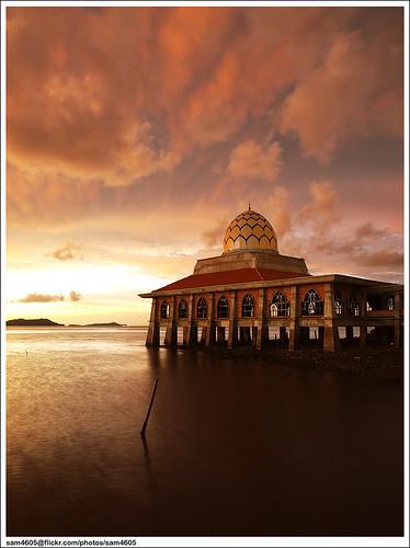 sunset seascape building beach skyscape landscape ed religious scenery islam olympus mosque malaysia e3 masjid pantai pemandangan perlis zd bangunan kualaperlis 1260mm