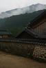Templo y niebla