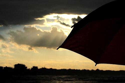 sunset italia tramonto nuvole mare rimini riflessi pioggia controluce città emiliaromagna romagna darsena ombrelli mareadriatico paesaggimarini imieiluoghi chicècèincontrianordest