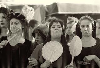 Gambar dari Santa Maria da Feira. bw film portugal analog town women kodak iso400 candid trix fair olympus medieval zuiko om2 focomanual gossip gossipgirl santamariadafeira om2sp mpires gossipwomen piresdarosa miguelpiresdarosa