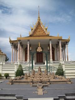 Phnom Penh: Royal Palace with miniature Angkor Wat