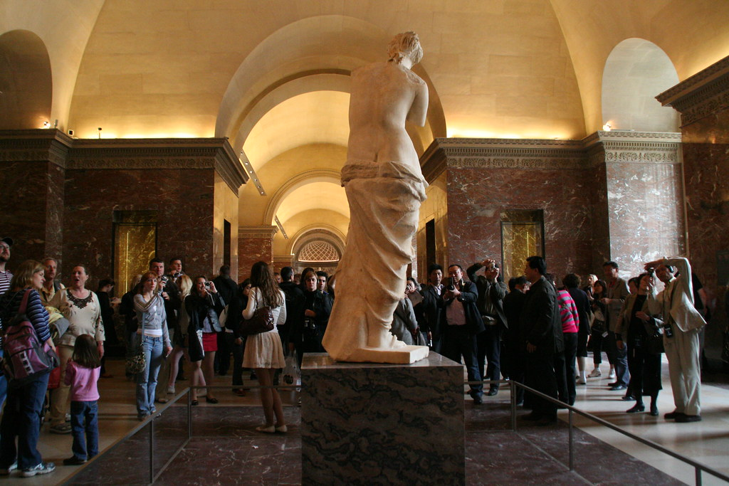 The crowd for Venus de Milo