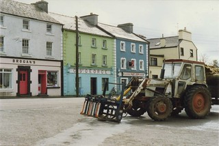 David Brown 996 Tractor with Parmiter baler, Kinvara, Co GALWAY, Ireland,  Apr 1989