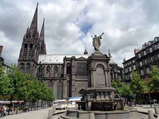 statue du pape Urbain II &cathédrale, place de la Victoire(CLERMONT-FERRAND,FR63)