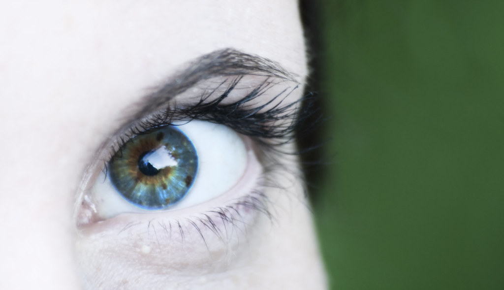 Ice-Cold Brown-Stained Tropical Blue Eyes