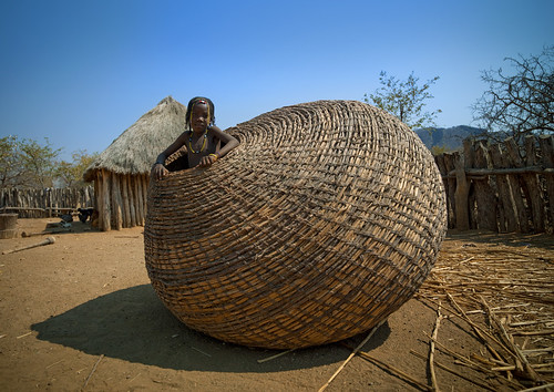 Mundimba tribe girl in giant basket - Angola