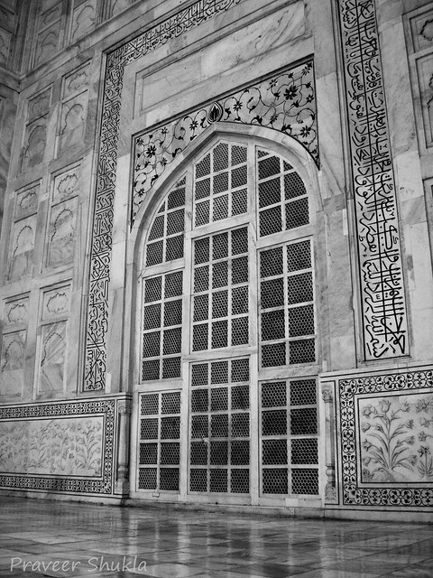 Exterior designs the exterior decorations of the taj for Taj mahal exterior design