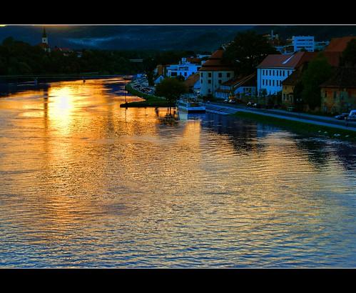 houses light sunset water colors buildings reflections river lights evening nikon ship silhouettes august hills slovenia slovenija mb maribor voda 2010 lent drava twop reka zalazak sareni