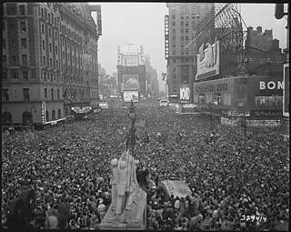 V-J Day in New York City. Crowds gather in Times Square to celebrate the surrender of Japan., 08/15/1945