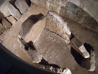 Dolmen de Santa Cruz képe. santa iglesia asturias cruz dolmen cangasdeonis cangas onis enotrolugardeflickr