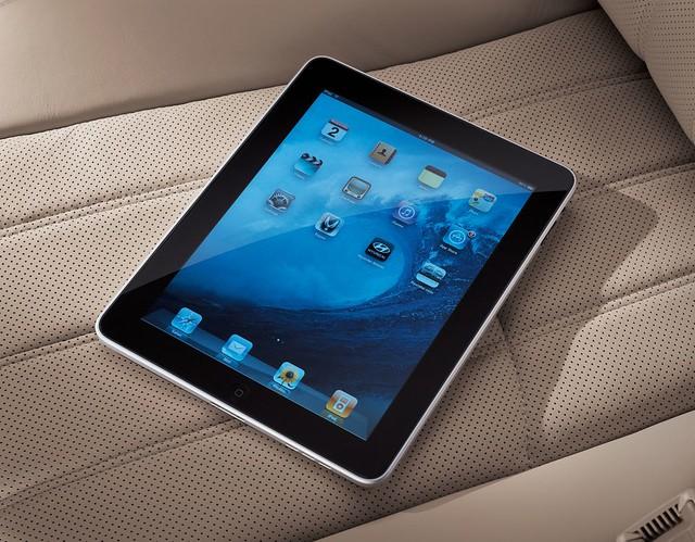 Hyundai Equus iPad