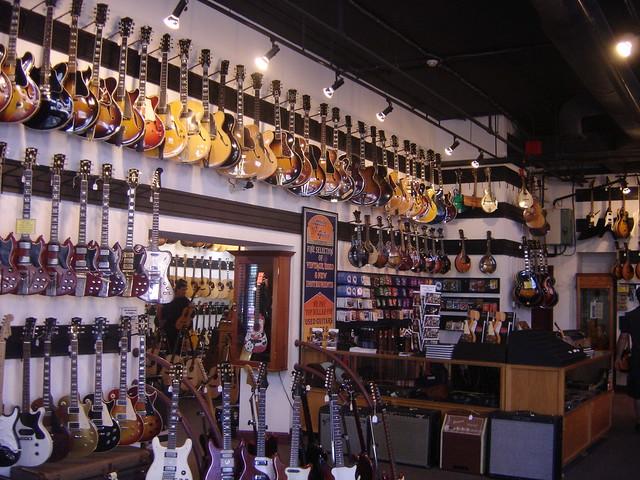 Nashville Tn Guitar Shops : electric guitars hanging on the walls of gruhn 39 s guitar shop broadway nashville tennessee ~ Vivirlamusica.com Haus und Dekorationen