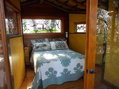 cabin(0.0), estate(0.0), furniture(1.0), room(1.0), property(1.0), bed(1.0), bedroom(1.0),