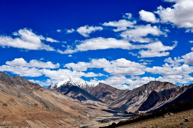 Vista de las proximidades del Pangong Tso, cordillera del Himalaya.