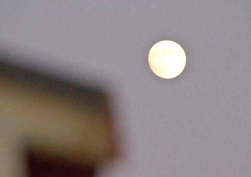 Luna de un anochecer en Alicante