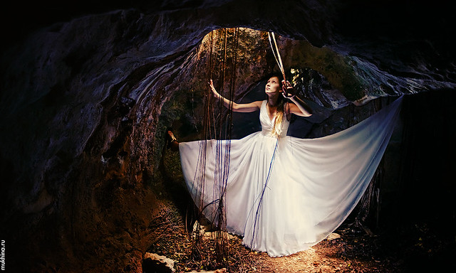 Mistery light or cave trash the dress -)