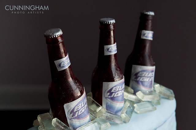 Beer Cooler Cake http://www.flickr.com/photos/wowfactorcakes/4790294217/