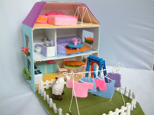 Felt toy pattern,doll house