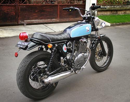 Suzuki_EN125_rear