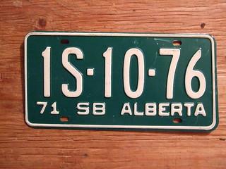 ALBERTA 1971 ---SCHOOL BUS PLATE 1S1076