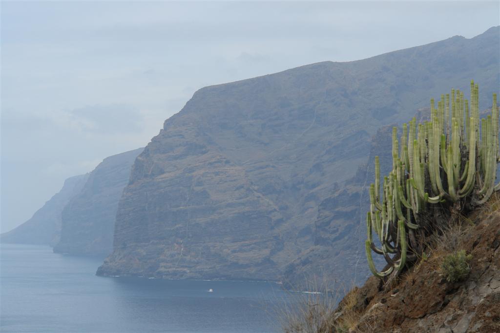 Qué hacer en Tenerife : Dedo de dios y el Teide al fondo qué hacer en tenerife - 5433876565 ea769960a2 b - Qué hacer en Tenerife para tener unas vacaciones completas