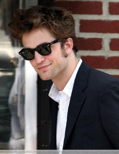 Robert Thomas Pattinso... Robert Pattinson