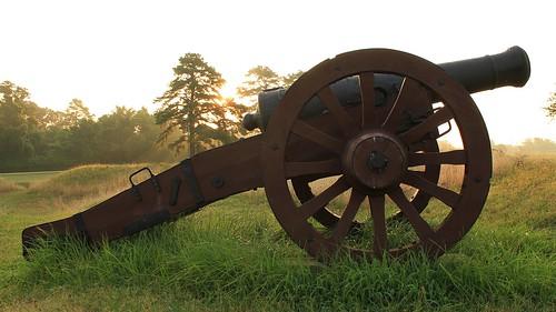 grass sunrise virginia cannon yorktown battlefield