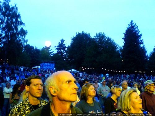 audience watching john mellencamp @ edgefield   2010 08 29   DSC03660