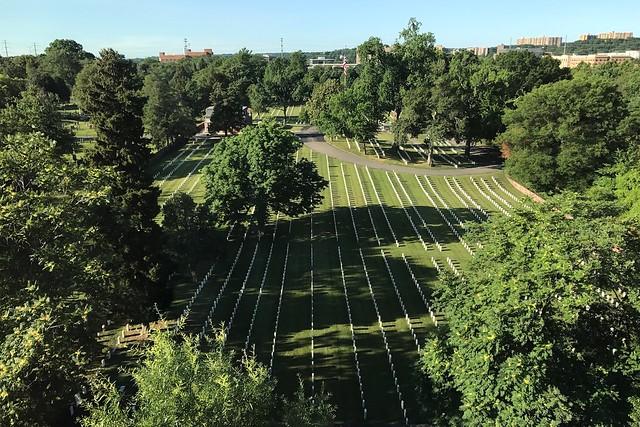土, 2017-06-24 08:02 - 部屋から見える軍人墓地