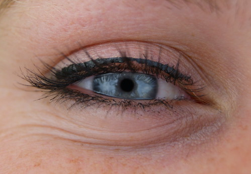 eye cream photo